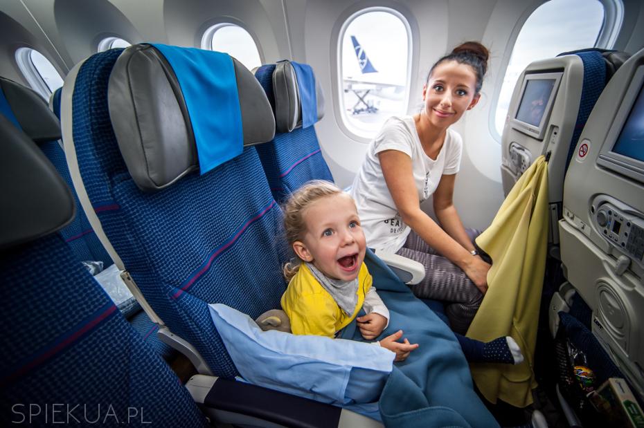 kaja i mama w samolocie