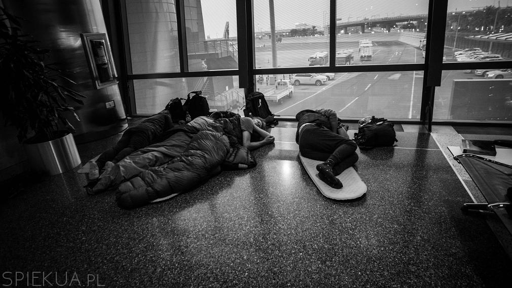 doha spanie na lotnisku