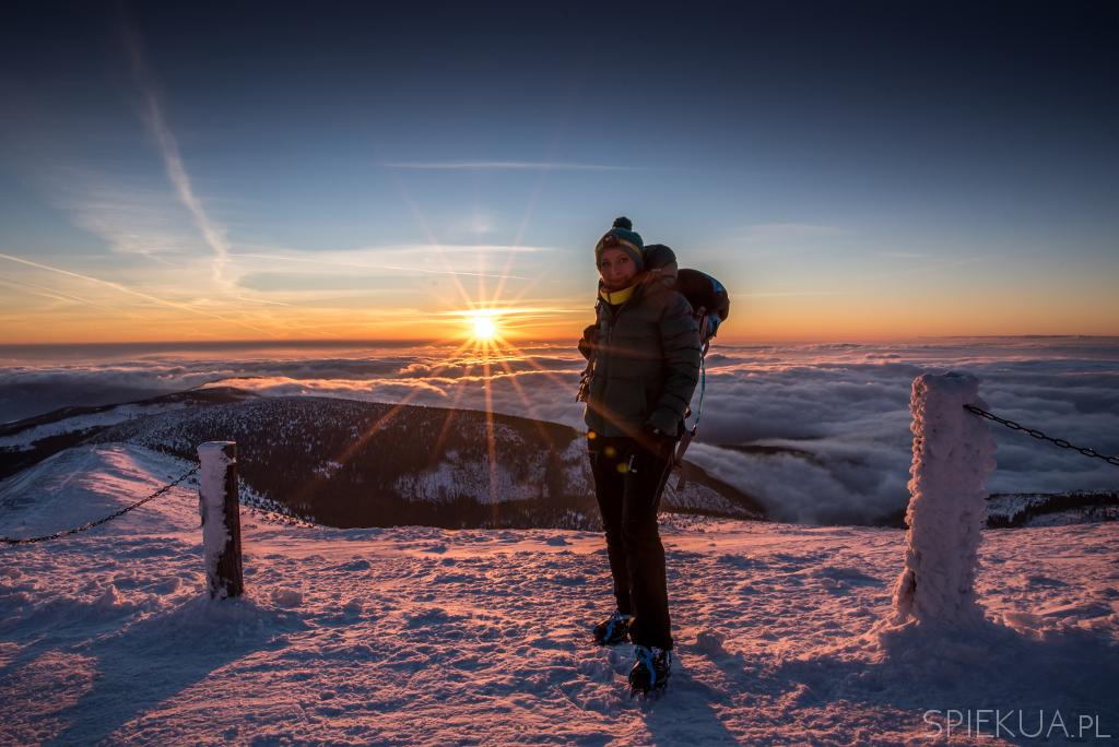 wschód słońca na śnieżce