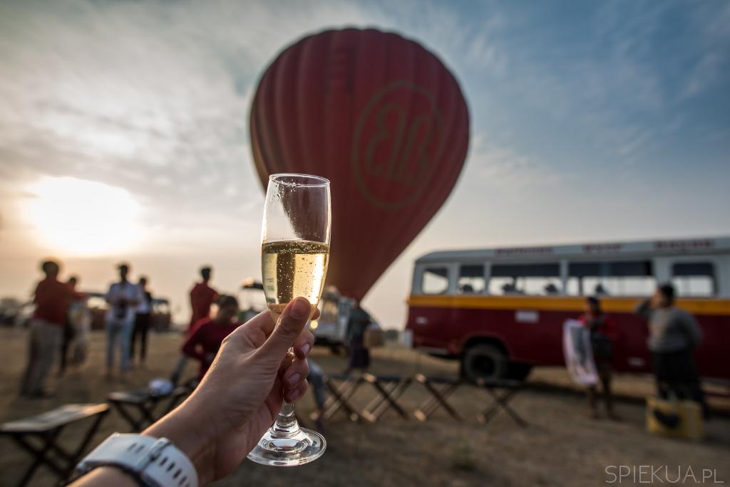 szampan po locie balonem