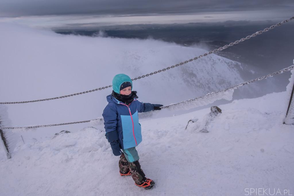 wejście na śnieżke zimą z dzieckiem
