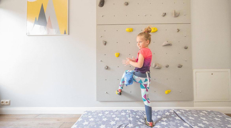 ścianka wspinaczkowa w pokoju dziecięcym