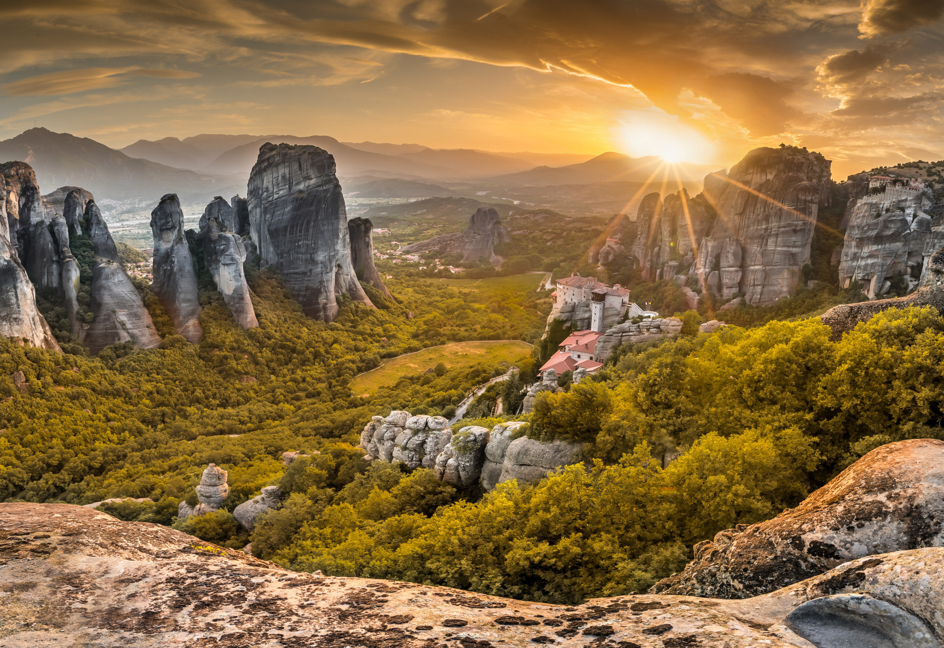 sunset rock meteora