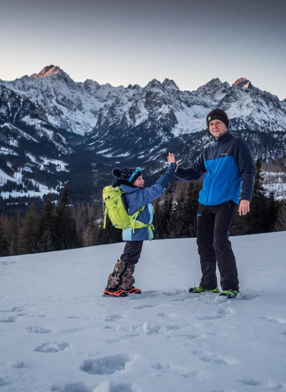 tata z c órką w górach
