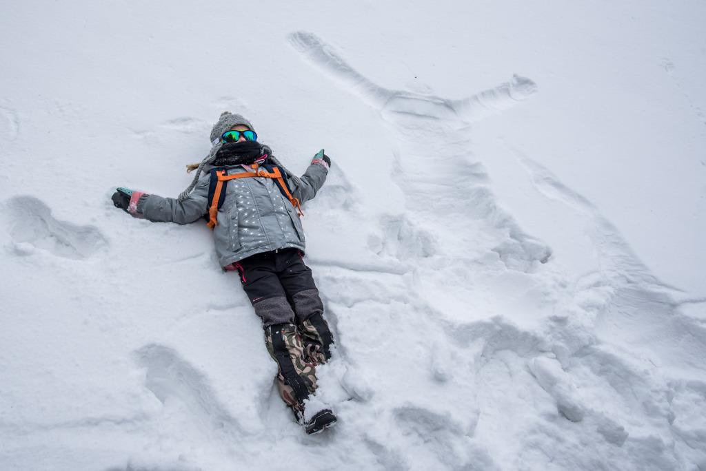 tarzanie się w śniegu