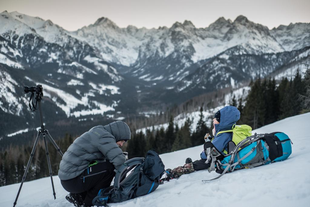 zima w gorach plecaki