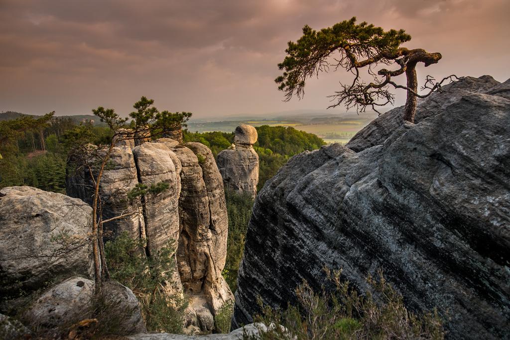 Hruboskalskie skalne miasto