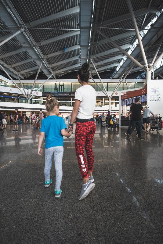 Warszawa lotnisko z dzieckiem