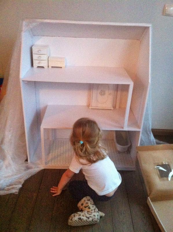 budowa drewnianego domku dla lalak
