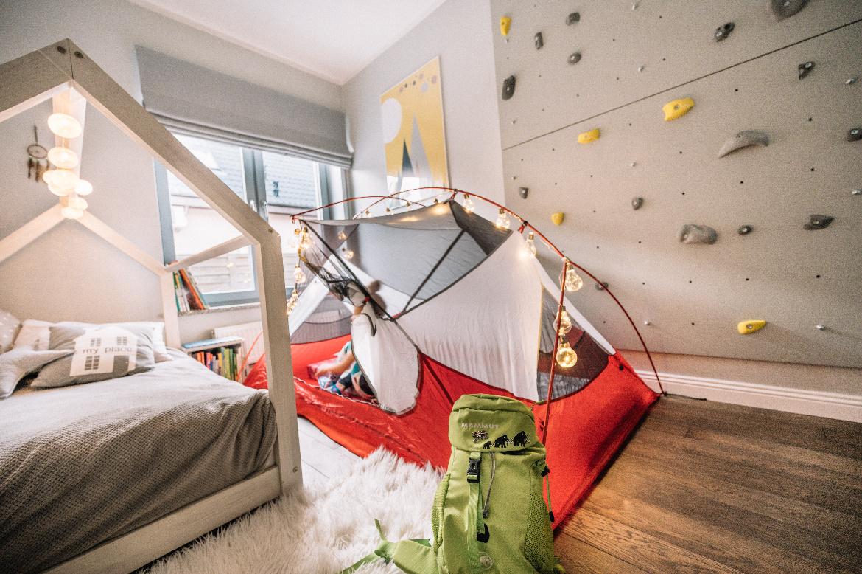 nowoczesny pokój wysportowanej dziewczynki